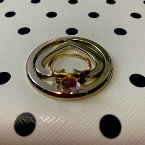 18k gold ring with Russian diamond
